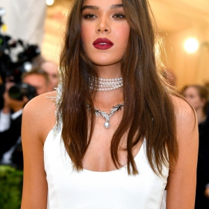 Hailee Steinfeld : Fashion & The Catholic Imagination Costume Institute Gala